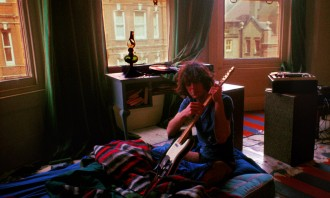 Syd  Barrett tuning guitar