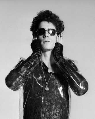 Lou Reed Holding Head London 1975