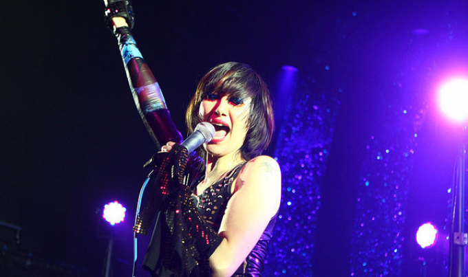 NME: Watch Yeah Yeah Yeahs Cover Bowie at First Gig in 16 Months